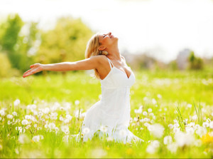 Spring-clean-mind-body-lady-in-meadow